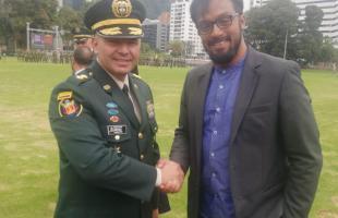 El Alto Consejero aparece con el brigadier general Javier Alberto Ayala Amaya, durante la transmisión de mando en el Comando Conjunto Estratégico de Transición (CCOET).
